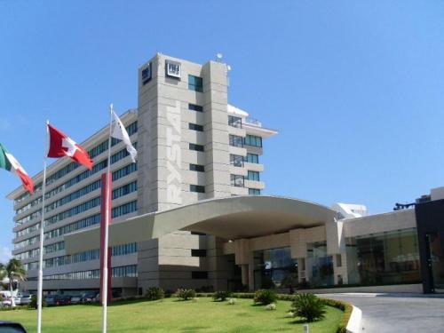 ACCIDENTE, NO SUICIDIO: La turista venezolana que cayó de hotel Krystal no podía entrar a su cuarto y trató de saltar al balcón