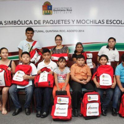 Rechazan maestros en Cozumel las libretas entregadas por el Gobierno de Borge