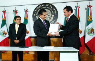 SUMISIÓN DEL CONGRESO, RESTAURADA: Reprueban ausencia de EPN en la entrega de su II Informe ante diputados