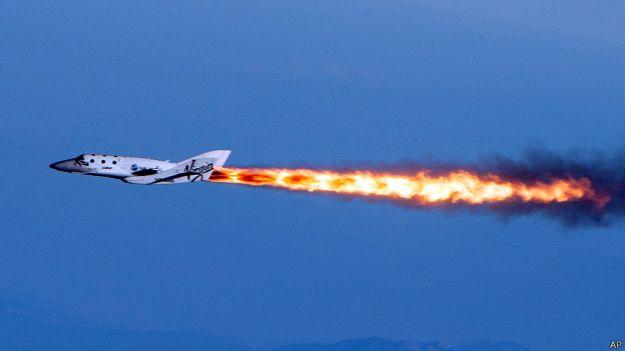 GOLPE AL TURISMO ESPACIAL: Se estrella nave de Virgin Galactic en vuelo de prueba