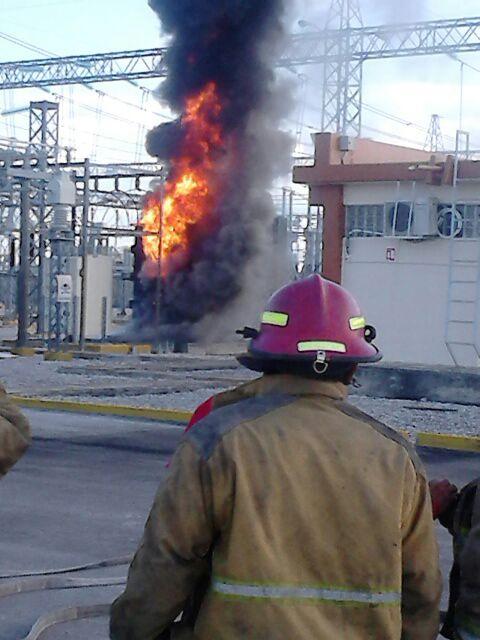 APARATOSO INCENDIO EN SUBESTACIÓN DE CFE: Explosión de transformador desencadena siniestro oportunamente controlado en Cancún