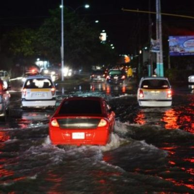 LA CAPITAL SE VA AL AGUA: Aguacero sobre Chetumal provoca caos por inundaciones en calles y avenidas
