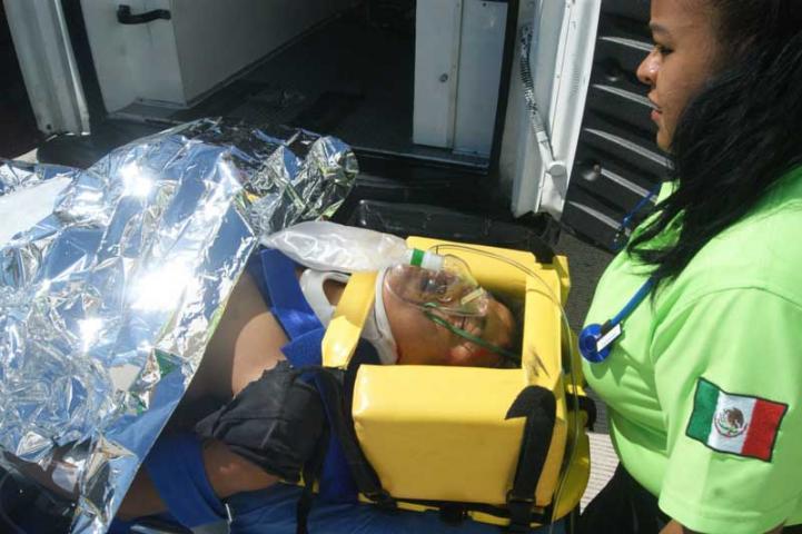 CASI OCURRE OTRA TRAGEDIA EN EL PRINCESS: Caen 8 trabajadores al desplomarse parte de una palapa en construcción en hotel de la Riviera Maya