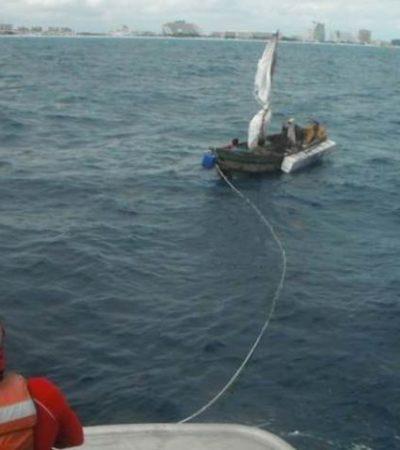 Rescata Armada a cubanos a bordo de una barca hechiza cerca de Punta Nizuc