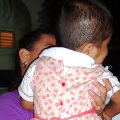 DESCOMPOSICIÓN SOCIAL EN CANCÚN: Rescatan a niña de 2 años desnuda en la calle; la madre la abandonó y su abuela, de 36 años, estaba ebria
