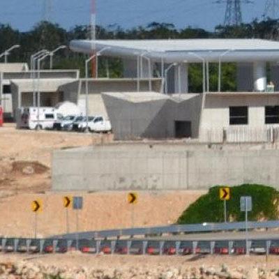 ASALTO EN CARRETERA DE CUOTA: Comando armado atraca caseta de cobro de la nueva autopista Playa del Carmen-El Tintal; botín superior a $1 millón