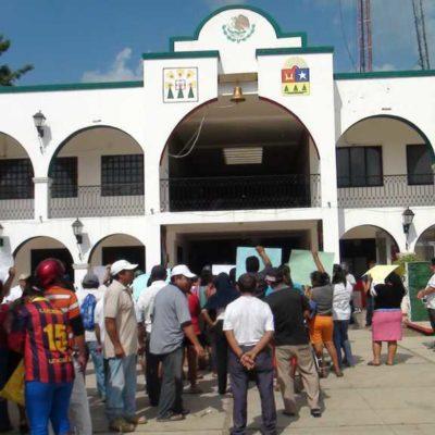 RECLAMAN PAGOS Y EL ALCALDE SE ESCONDE: Marcha y plantón de ex trabajadores de JMM para exigir liquidaciones a Juan Parra López