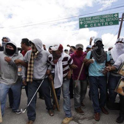 NUEVOS ENFRENTAMIENTOS EN GUERRERO: Miembros del CETEG toman y queman instalaciones del PRI en Chilpancingo