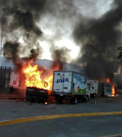 SIGUE GUERRERO AL FILO DEL CAOS: Manifestantes queman vehículos en las puertas del Palacio de Gobierno en Chilpancingo