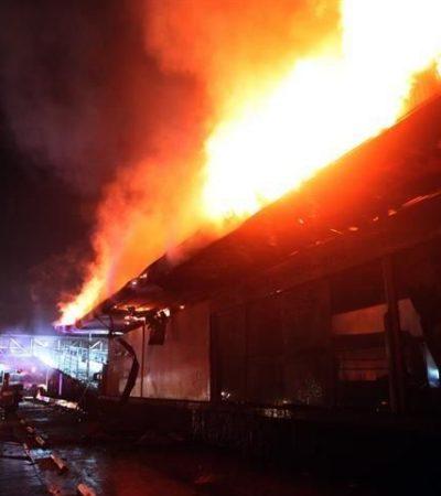 ARDIENTES PROTESTAS: Incendian encapuchados unidad y estación del Metrobús en Ciudad Universitaria