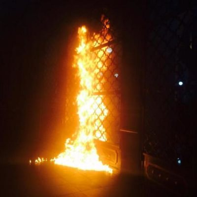Por Ayotzinapa, protestas y paro en más de 100 escuelas y universidades; en Xalapa, queman puerta de Alcaldía