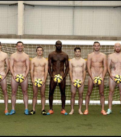 Jugadores en pelotas contra el cáncer