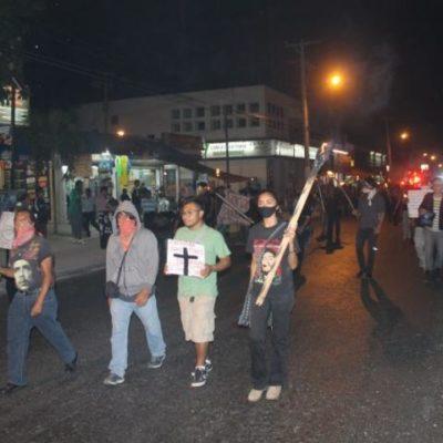 Marchan jóvenes hasta Las Palapas de Cancún en solidaridad con desaparecidos en Ayotzinapa