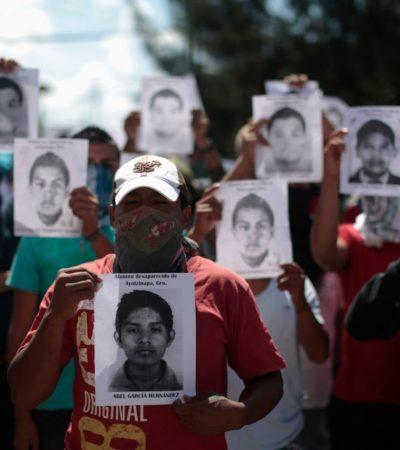 Un año después de desapariciones, en reunión con padres, Peña crea Fiscalía por el caso Ayotzinapa