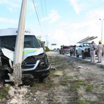 ACCIDENTE DE PLAYA EXPRESS: Choca Van de transporte foráneo en la vía Playa-Cancún con saldo de 17 lesionados