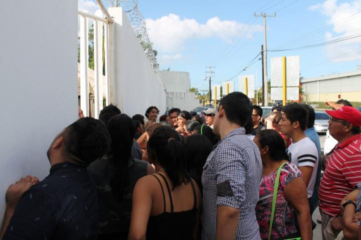 ZAFARRANCHO EN BAR DE CANCÚN: Tres policías heridos y 127 detenidos, el saldo de una riña