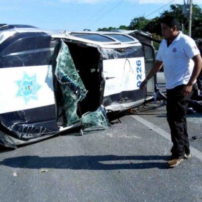 APARATOSO ACCIDENTE DE PATRULLA: 12 policías heridos en Tulum tras volcadura por ponchadura de neumático