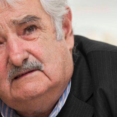 """""""NO BAJEN LOS BRAZOS"""": Emotivo y solidario, Mujica pide en la FIL a jóvenes de México mantener la esperanza; """"quieran a su pueblo"""", dice"""