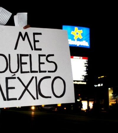 """ME DUELES MÉXICO"": Con protesta frente a Plaza las Américas, en Chetumal reiteran reclamo de justicia por Ayotzinapa"