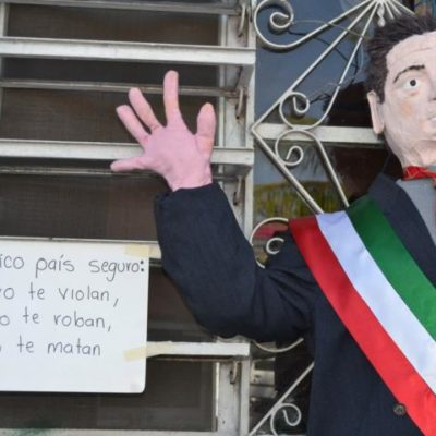 FUEGO CONTRA LA 'MALA VIBRA': Peña Nieto, el monigote más quemado durante el Año Viejo en Chetumal