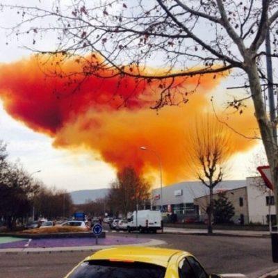 EMERGENCIA EN BARCELONA: Explosión en una fábrica provoca una nube tóxica y confinan a vecinos