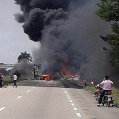 INFIERNO EN LA CARRETERA: Choca pipa contra trailer y se incendian en la vía Cárdenas-Coatzacoalcos