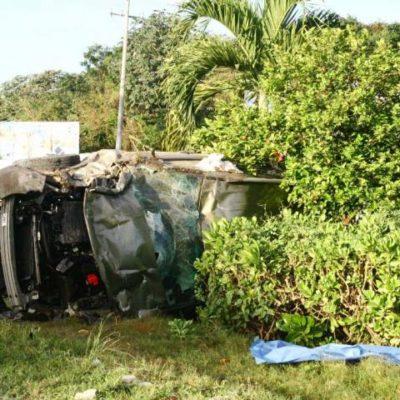 TRÁGICO ACCIDENTE EN PLAYA: Un conductor ebrio en lujosa camioneta mata a dos obreros y se vuelca