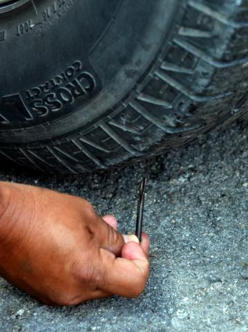 Advierten contra robos de la banda de los 'ponchallantas' en Cancún