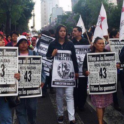 """""""¡FUE EL ESTADO!"""": Al cumplirse 6 meses de la desaparición de 43 normalistas de Ayotzinapa, miles toman las calles"""
