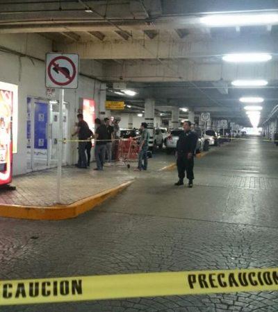 ATRACAN JOYERÍA EN PLAZA LAS AMÉRICAS: A punta de pistola y con martillos, 2 hombres consuman robo y causan pánico en Cancún
