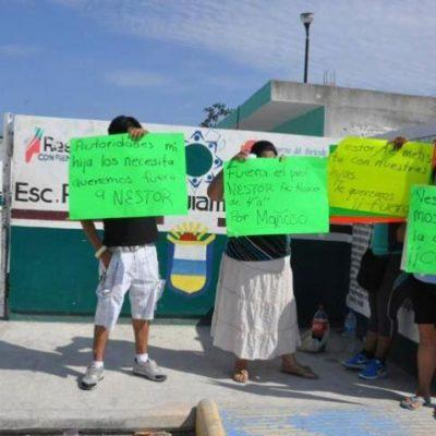 Con pancartas, denuncian a subdirector de primaria en Playa del Carmen por presunto abuso sexual
