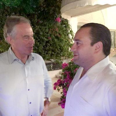 Se toma Borge la foto con Tony Blair, ex primer ministro inglés de visita en Acapulco