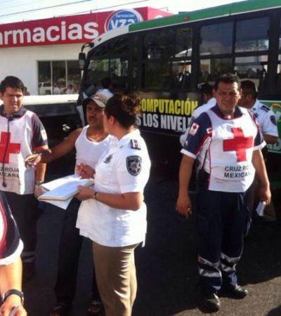Deja 14 lesionados un choque entre una grúa y un autobús del transporte público en Cancún