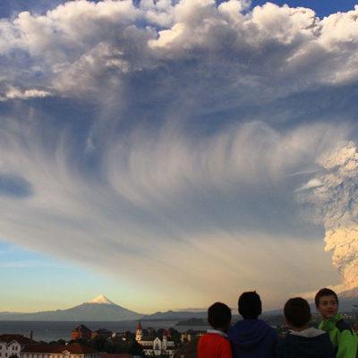 ALERTA ROJA EN CHILE: Después de 43 años de inactividad, entra en erupción el volcán Calbuco