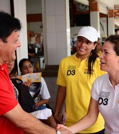 Recorre Iris Mora mercados de Cancún y sostiene que apoyará a los jóvenes desde San Lázaro