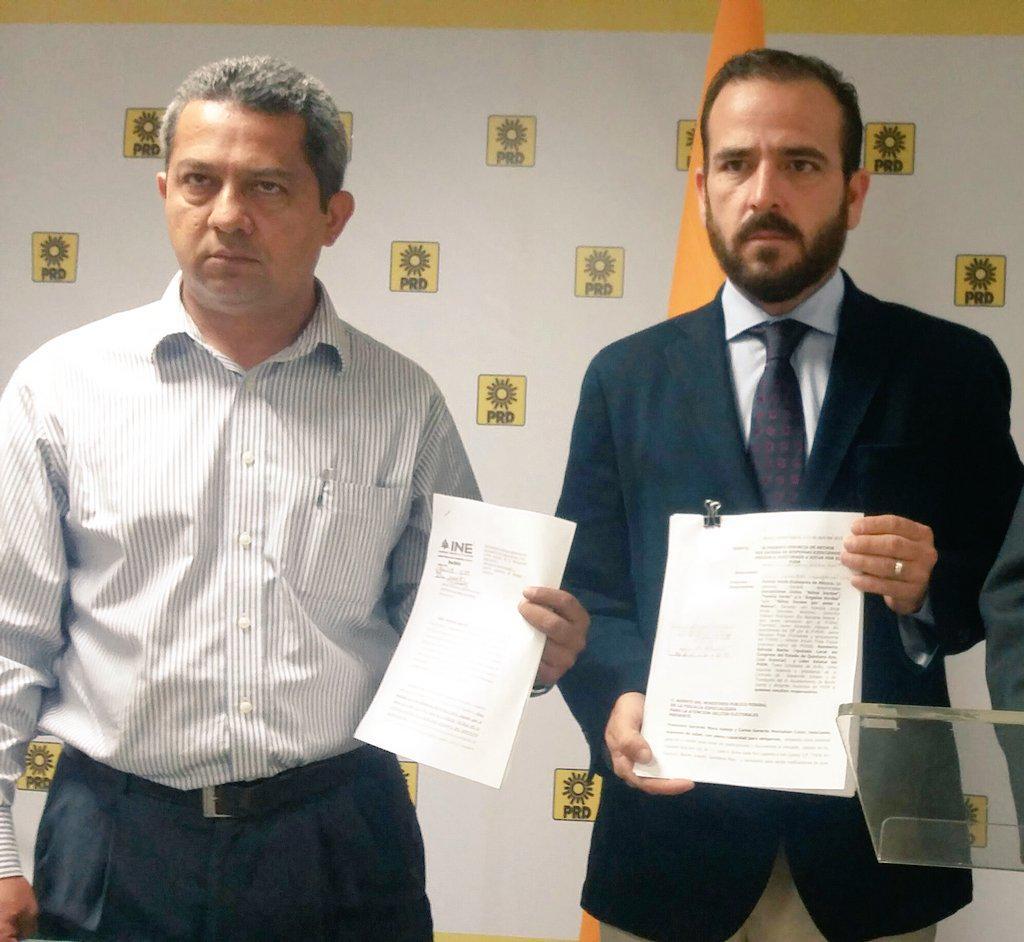 Carlos Montalbán y Gerardo Mora, al anunciar la denuncia contra el PVEM.