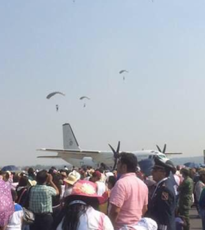 CHOCAN 2 AVIONES EN FESTIVAL: Accidente aéreo en exhibición en base militar de Santa Lucía, en el Edomex