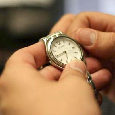 CAMBIO DE HORARIO EN PUERTA… NO PARA QR: Mientras la mayor parte del país se apresta a adelantar relojes, aquí todo seguirá igual