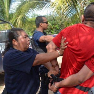 """""""¿QUÉ NO ENTIENDES QUE NO PUEDES TOMAR FOTOS?"""": Agreden policías a reportero de Por Esto! que cubría accidente"""