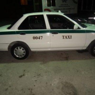 Con 58 dosis de droga, capturan a dos narcomenudistas a bordo de un taxi en Cancún