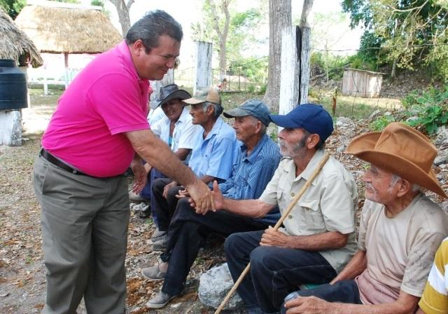 Andrés Ruiz Morcillo, el único candidato independiente de QR, recorre comunidades limítrofes del Distrito 02