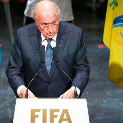 """""""NO SE PUEDE VIGILAR A TODO EL MUNDO"""": Joseph Blatter rechaza renunciar al FIFA en pleno escándalo de corrupción"""