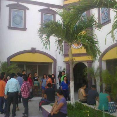 Por adeudos, niegan el acceso a alumnos de la Universidad del Sur en Cancún