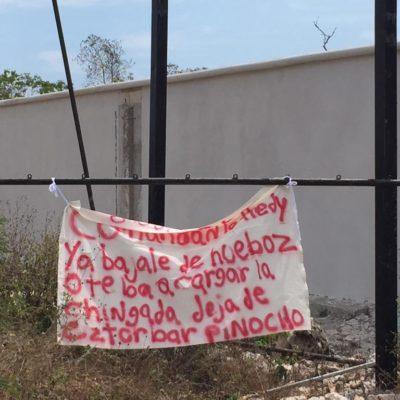 Aparece presunta narcomanta en la Avenida Huayacán de Cancún con amenaza para supuesto comandante de la policía