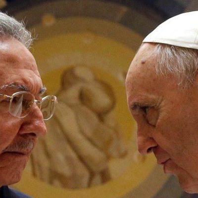 """RECIBE FRANCISCO A RAÚL CASTRO EN EL VATICANO: Dice el líder cubano que """"el Papa está haciendo que vuelva a ser católico"""""""