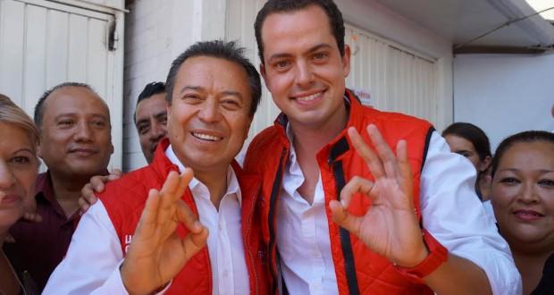 """""""PEDAZOS DE CARNE… ELECTORAL"""": Critican a candidato por usar traseros de edecanes para su propaganda electoral"""