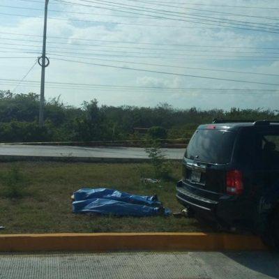 TRÁGICO DOMINGO EN LA CARRETERA: Choca camioneta en la salida norte de Playa del Carmen con saldo de 3 muertos y un herido