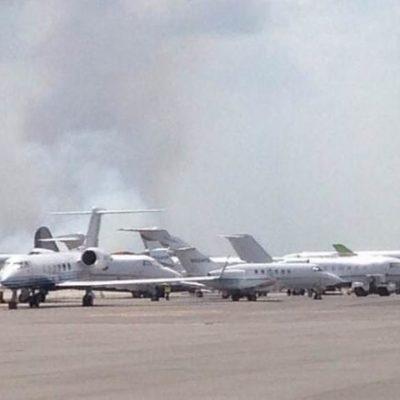 Incendio cerca del aeropuerto de Cancún podría representar un riesgo si cambia dirección del viento, advierten