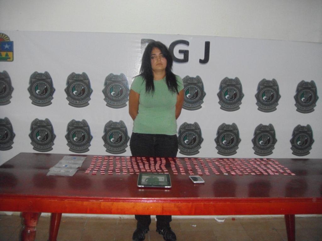 Ofelia Alejandra Pérez Contreras, cuando fue detenida con droga en la Zona Hotelera de Cancún.