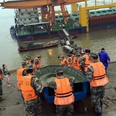 TRAGEDIA EN CHINA: Se hunde barco en el río Yangtsé con más de 450 personas; sólo han rescatado a 8